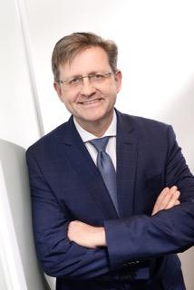 Dr. Marius Passon